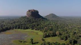 Vue supérieure d'aube de condamné de sri de Sigiriya Lion Rock Mount banque de vidéos