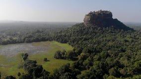 Vue supérieure d'aube de condamné de sri de Sigiriya Lion Rock Mount clips vidéos