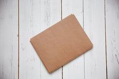 Vue supérieure d'enveloppe et de carte de voeux vierge photo libre de droits
