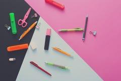 Vue supérieure d'espace de travail créatif, papeterie Photo stock