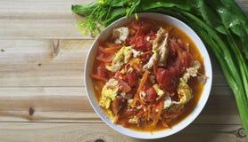 Vue supérieure d'oeufs à la coque de tomate Photo stock