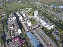 Vue supérieure d'un ascenseur de silo Objet industriel d'Aerophotographing Photographie stock