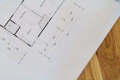 Vue supérieure d'un modèle architectural avec les détails noirs et blancs sur le bureau d'architecte image libre de droits