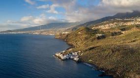 Vue supérieure d'une côte les bâtiments de l'île de Ténérife, Îles Canaries, Espagne images stock