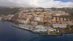Vue supérieure d'une côte les bâtiments de l'île de Ténérife, Îles Canaries, Espagne photographie stock