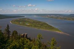 Vue supérieure d'une grande rivière photos libres de droits