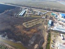 Vue supérieure d'une petite ferme de réservoir Stockage de carburant et des lubrifiants Images stock