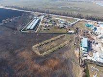 Vue supérieure d'une petite ferme de réservoir Stockage de carburant et des lubrifiants Photos libres de droits