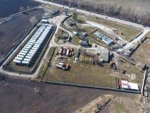 Vue supérieure d'une petite ferme de réservoir Stockage de carburant et des lubrifiants Image stock