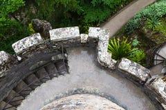 Vue supérieure d'une tour avec l'escalier en spirale images libres de droits