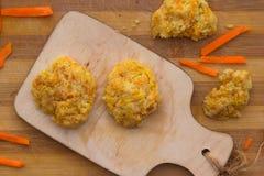 Vue supérieure de biscuits faits maison de carotte Photo stock