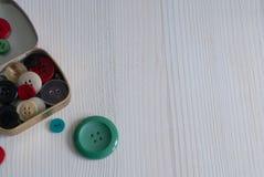 Vue supérieure de boîte avec des boutons images stock
