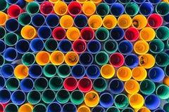 Vue supérieure de couleurs primaires des tasses de couleur de mélange pour la peinture d'artiste Images libres de droits