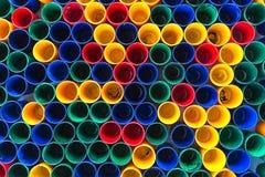 Vue supérieure de couleurs primaires des tasses de couleur de mélange pour la peinture d'artiste Photo stock