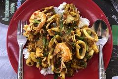 Vue supérieure de curry de mer frit par émoi Menu populaire de fruits de mer en Asie photos libres de droits
