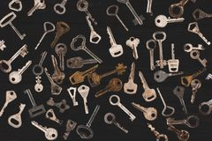 vue supérieure de différentes clés en métal Photos libres de droits