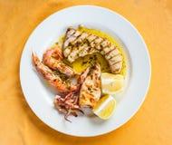 Vue supérieure de divers poissons grillés siciliens Photo stock