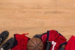 Vue supérieure de fond d'équipement de joueur de basket Photos stock