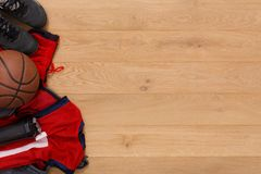 Vue supérieure de fond d'équipement de joueur de basket Photographie stock libre de droits