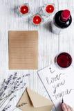 Vue supérieure de fond en bois de lettre d'amour de jour du ` s de Valentine de concept Photo stock