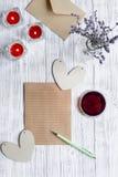 Vue supérieure de fond en bois de lettre d'amour de jour du ` s de Valentine de concept Photographie stock libre de droits