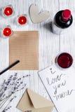 Vue supérieure de fond en bois de lettre d'amour de jour du ` s de Valentine de concept Image libre de droits