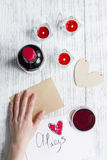 Vue supérieure de fond en bois de lettre d'amour de jour du ` s de Valentine de concept Image stock