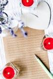 Vue supérieure de fond en bois de lettre d'amour de jour du ` s de Valentine de concept Images stock
