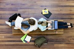 Vue supérieure de l'étude d'étudiants Photo libre de droits