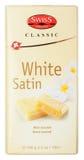 Vue supérieure de la barre de chocolat blanche classique de satin de prestige suisse d'isolement sur le blanc Images libres de droits