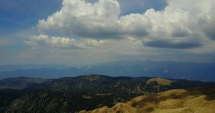 Vue supérieure de la chaîne de montagne de Tahtali située dans la région anatolienne centrale de la Turquie banque de vidéos