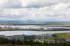 Vue supérieure de la région de Reykjavik, qui donne sur l'océan Photos stock