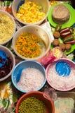 Vue supérieure de la sélection fraîche des légumes sur le marché de nourriture dans le Tupi Photos libres de droits