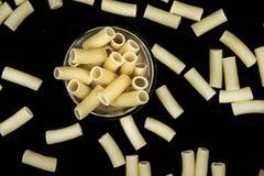 Vue supérieure de macaronis crus Photo libre de droits