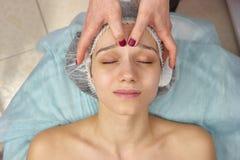 Vue supérieure de massage de visage photo stock
