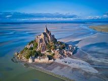 Vue supérieure de Mont Saint Michel Bay, France de la Normandie images libres de droits
