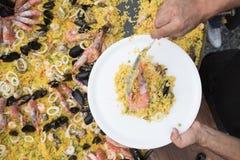 Vue supérieure de Paella de portion images libres de droits