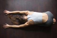 Vue supérieure de pose de yoga d'enfant Photos stock