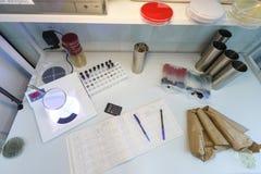 Vue supérieure de table de laboratoire Image stock