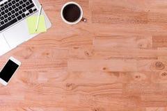 Vue supérieure de table en bois de bureau Photo stock