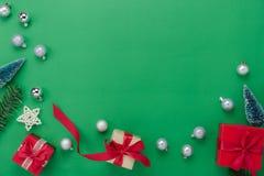Vue supérieure de Tableau de concept de décorations de Joyeux Noël et d'ornements de bonne année image libre de droits