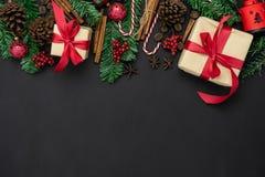 Vue supérieure de Tableau de concept de décorations de Joyeux Noël et d'ornements de bonne année photographie stock
