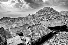 Vue supérieure de terrasse et de toit de riz de village à distance de Chininese Photos stock