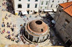 Vue supérieure de vieille église dans la vieille ville de Dubrovnik photos stock