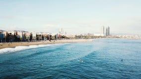 Vue supérieure de ville de la Floride barre Vue supérieure de la plage sablonneuse dans la ville banque de vidéos