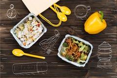 Vue supérieure des aliment cuits sur la table en bois Photo libre de droits