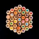 Vue supérieure des astuces colorées de crayon image stock