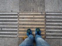Vue supérieure des chaussures des guides de trottoir pour des abat-jour Photo libre de droits