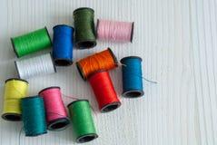 Vue supérieure des fils colorés photo stock