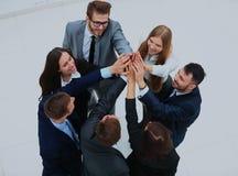 Vue supérieure des gens d'affaires avec leurs mains ensemble en cercle Photos libres de droits
